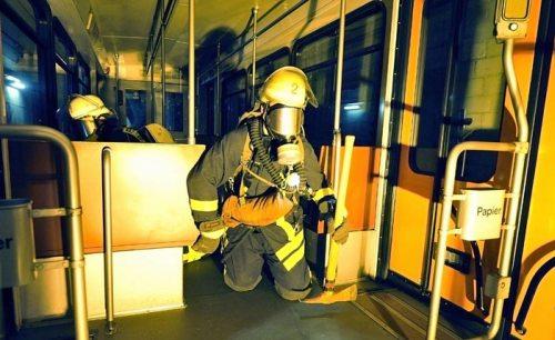 Firefighter training on the Frankfurt U-Bahn