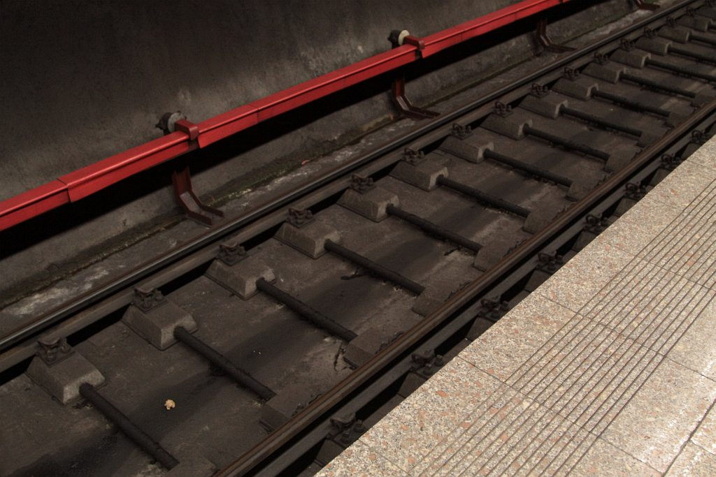 Bucharest Metro Mixing Third Rail And Overhead Power